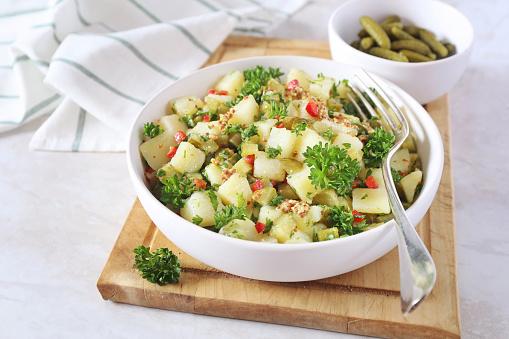 Potato salad with dill (no mayo)