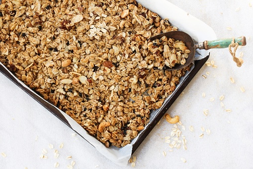 Healthy homemade sugar-free healthy granola and granola bar